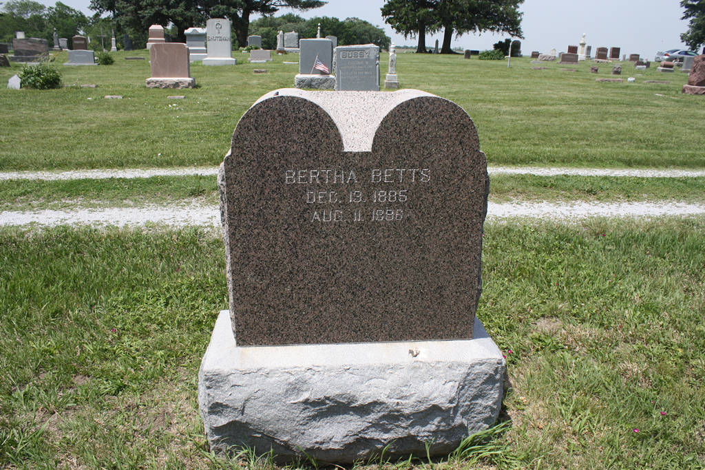 Bertha Betts Grave Photo
