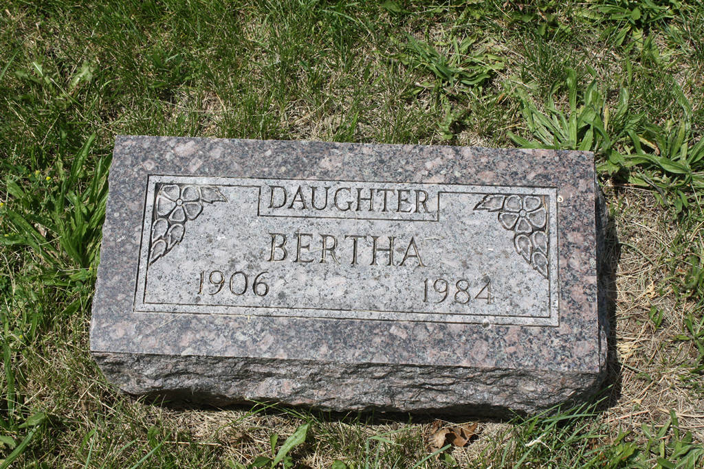 Bertha Nuemeister Grave Photo
