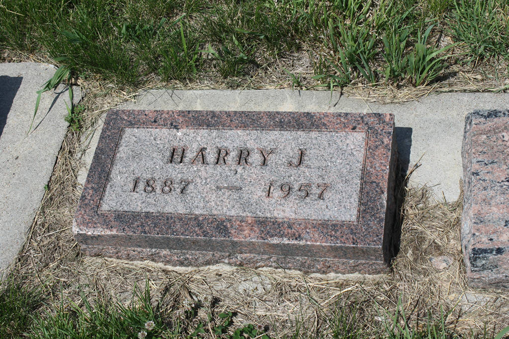 Harry J. Stutt Grave Photo